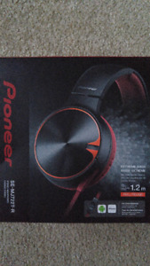 Pioneer SE-MJ722T On-Ear Foldable Headphones with In-Line Mic