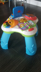 Table d'eveil Fisher Price / Play  and learn table
