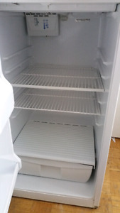 Whirlpool fridge 30 inch - excellent condition and clean!