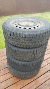 4 pneus sur rims 215/60R16