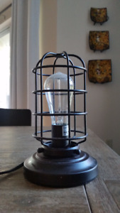 Industrial cage table lamp with Edison bulb in black