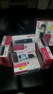 5 DVD player  SANYO and 1 sylvania all for this price