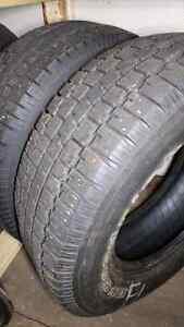 2 pneus hiver 235/70r16 40$