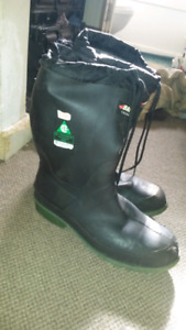 Baffin steel toed rubber boots