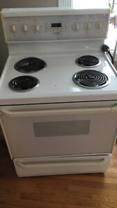 Fridgidaire Self-cleaning oven.
