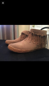 Authentic Ugg suede ankle boots size 8