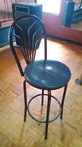 Chaises, bancs , tables de bar. Saint-Hyacinthe Québec image 2