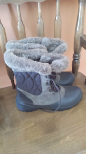 Columbia Boots size 9.5