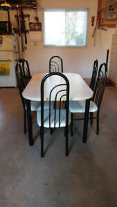 Beautiful Table & Chairs