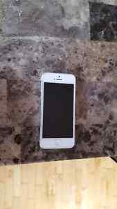 White iPhone 5 32gb for sale $250