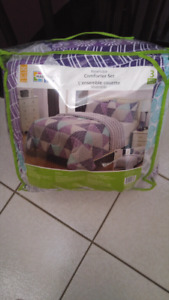 3 pcs brand new double size bed in bag.