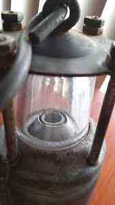 WWII Oldham battery lantern in beautiful condition Downtown-West End Greater Vancouver Area image 9