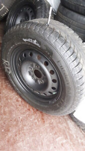4 pneu d'hiver Gislaved 215 65R16 avec jantes (5x127) @ 8-9/32