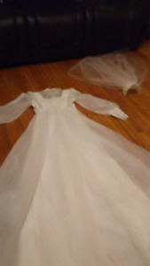 Vintage wedding dress with wedding veil size small
