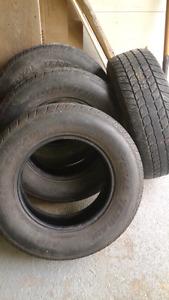 4 pneus d'été 235 70 16