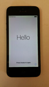 UNLOCKED Apple IPhone 5 16 GB with Cable, Charger and Cases