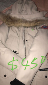 90% new Canada goose jacket sell :)