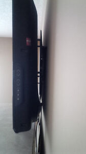 LG 37-inc LCD  HDTV with  wall mount Kitchener / Waterloo Kitchener Area image 3