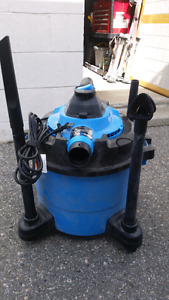 Shop vac with blower