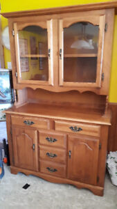 Kitchen table / Chairs/ Hutch