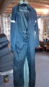 Motorcycle rain suit, no rips, no cuts and no leaks