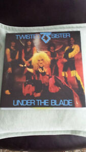 TWISTED SISTER UNDER THE BLADE GATEFOLD VINYL !BRAND NEW !