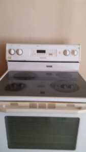 Stove electric Maytag extra capacity