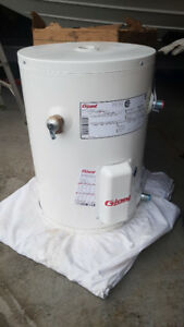 NEW - Electric Water Heater 10 Gal - 1500 W - White