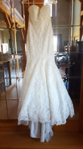 Reduced to sell - Full Lace Wedding Dress (Size 6)