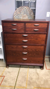 Beautiful solid Dresser /delivery available