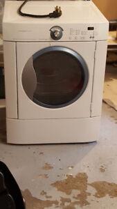 Frigidaire front load Dryer / Sécheuse frontale Frigidaire