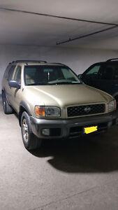 2001 Nissan Pathfinder SE SUV, Crossover