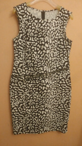 Black and white dress. (Size M)