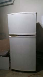 Kenmore Refrigerator, free delivery
