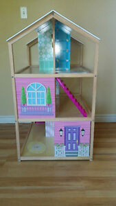 Awesome two sided Doll house! Kingston Kingston Area image 4