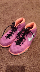 Size 5y Girls Basketball Sneakers