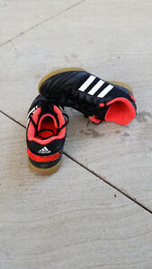 youth indoor soccer shoes Kingston Kingston Area image 1