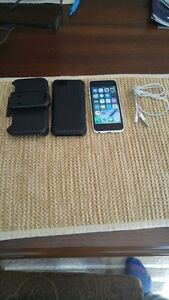 (ROGERS/CHATR) 16GB WHITE APPLE IPHONE 5C + CHARGER + OTTER BOX