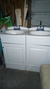 Great condition matching sinks