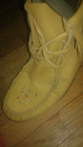 A Brand new Set of Womens Moccasins!