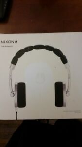 >>> Nixon Folding Headphones with Travelling Case <<<