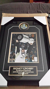 Sidney Crosby autographed 2016 Cup Puck & 8x10 Framed w/COA