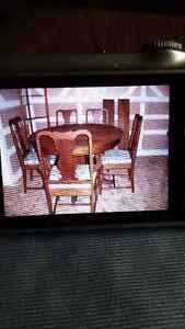 MUST SALE ANTIQUE DINING ROOM TABLE AND CHAIRS CONDITION