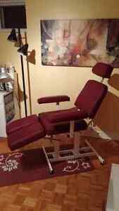Esthetician/ Pédicure chair / Chaise d'Esthétique West Island Greater Montréal image 2