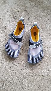 Vikram 5 Finger Toe Shoes
