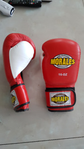 MEN'S BOXING GLOVES - USED TWICE