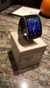 Samsung 3G Gear S smart watch for androids