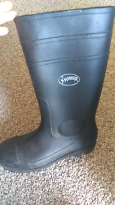 size 10 steel toed rubber boots