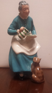 "Royal Doulton ""The Favourite"" HN 2249 6 inch figure excellent"