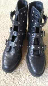 Black Guess Boots size 10 M never worn.